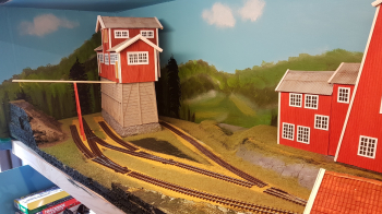 After the grass dried from yesterday I turned around the layout back again and placed out buildings and track once more.  <p>Now I reached a state there I feel it is time to lay down some tracks for good. Detailing of the scenery can go on for ever, but ...