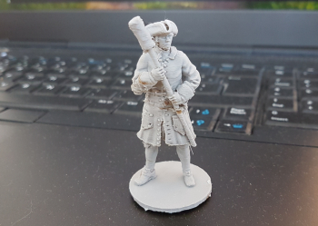 Printed this gunner figure tonight. Took 4 hrs 40 minutes. The scale is 54mm (1:29), smaller then the previous 70mm (1:25) scale, still the result is  MUCH  better ... Odd, partly maybe cause I posed it a bit more standing up, not 45 degree as I done....